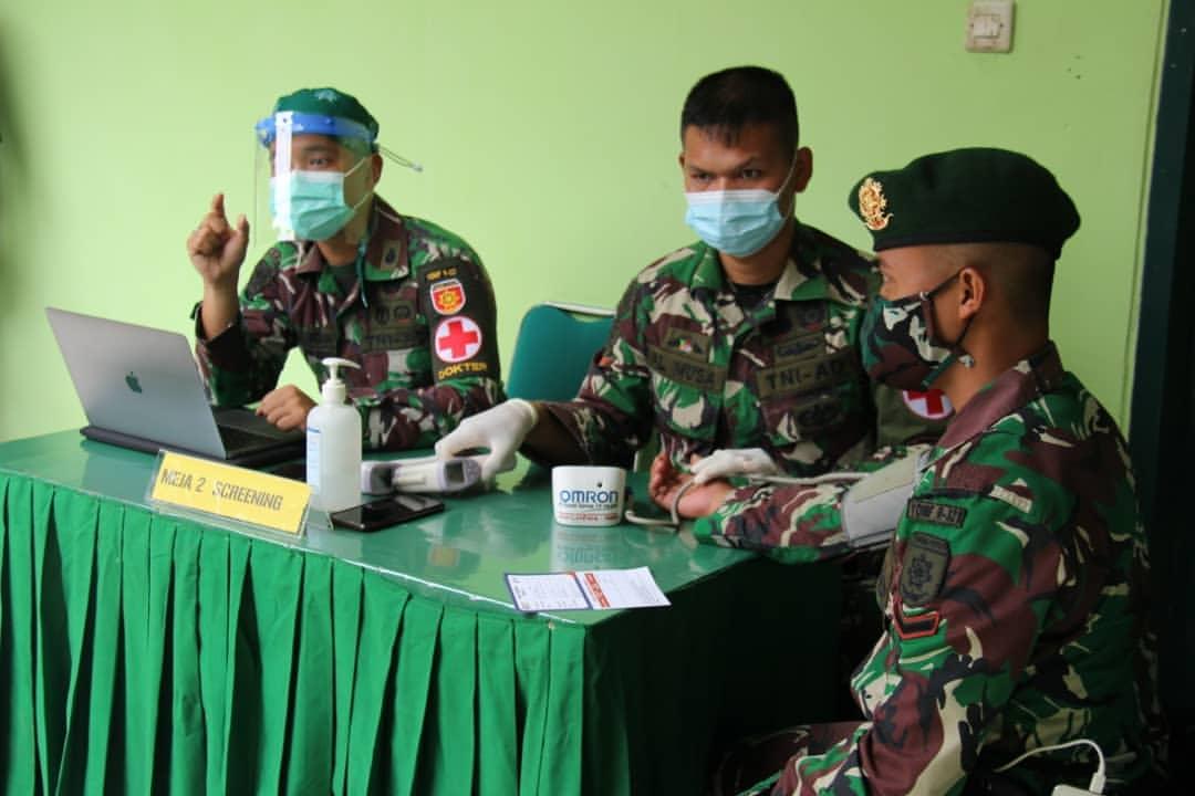 Prajurit Yonif Raider 321 Kostrad Melaksanakan Vaksin Covid-19 di Majalengka