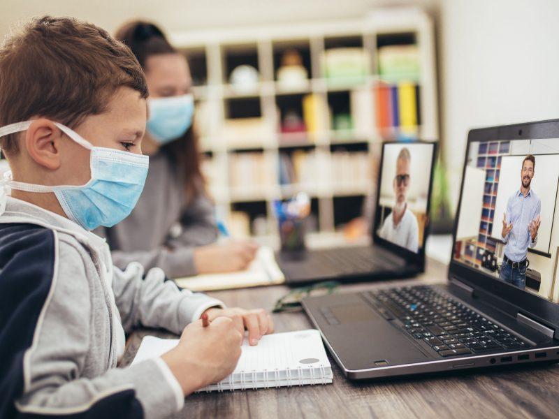 Γονείς στην ΑΜΘ: Για γερά νεύρα και όχι για  όλους η «τηλεκπαίδευση»
