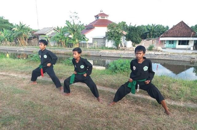 Tanggul Brantas Menjadi Medan Latihan Santri Pagar Nusa Ini