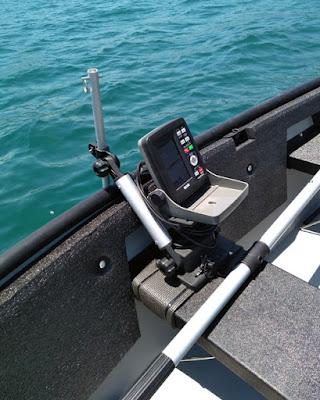 ポータボートの艤装 船体に穴を開けない方法