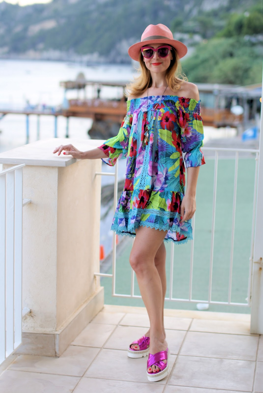 How to dress for the beach with an off the shoulder Tezuk dress, B&H shoes crossed sandals on Fashion and Cookies fashion blog, fashion blogger styl