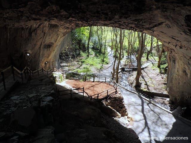 La Cueva de Zugarramurdi, historias y leyendas de brujas y akelarres