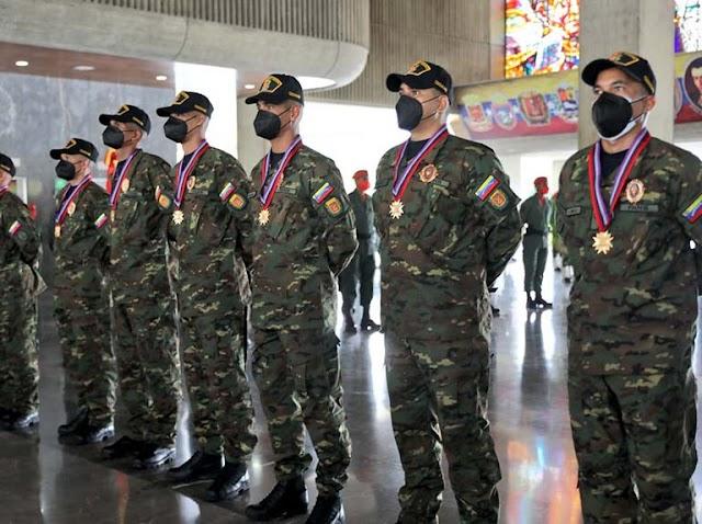 La Fanb condecora a militares patriotas rescatados