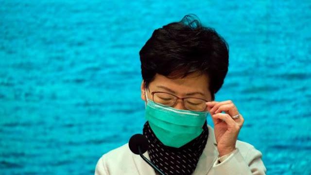 La dirigeante de Hong Kong, Carrie Lam, a porté un masque pour s'adresser aux médias