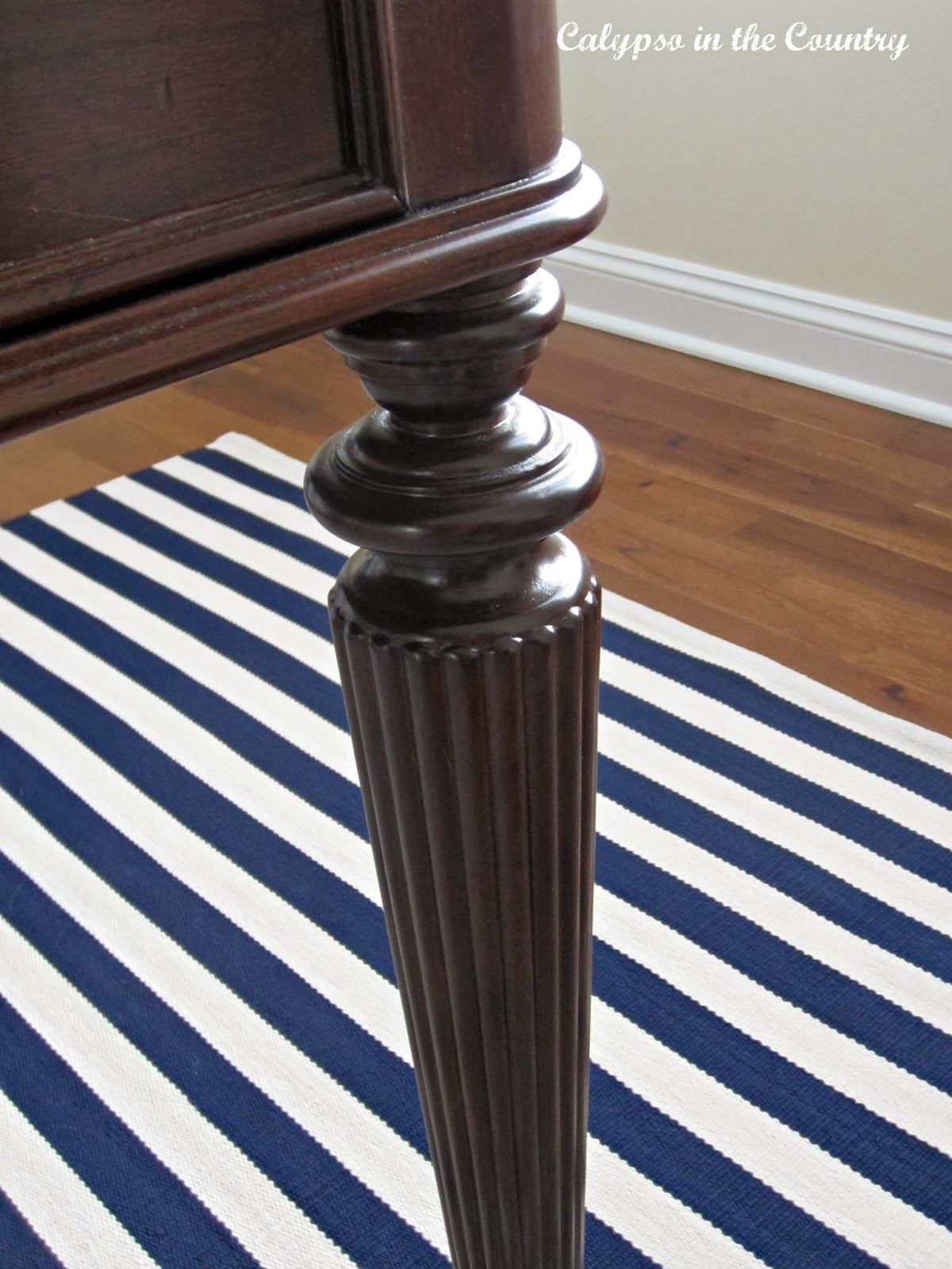 Office desk close up - fluted leg