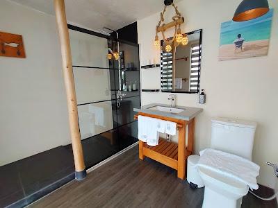 Kamar mandi Kiki Beach Resort