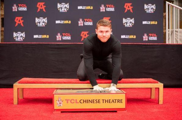 FARÁNDULA: De rodillas y con las manos embarradas, ¡Canelo hace historia en Hollywood!