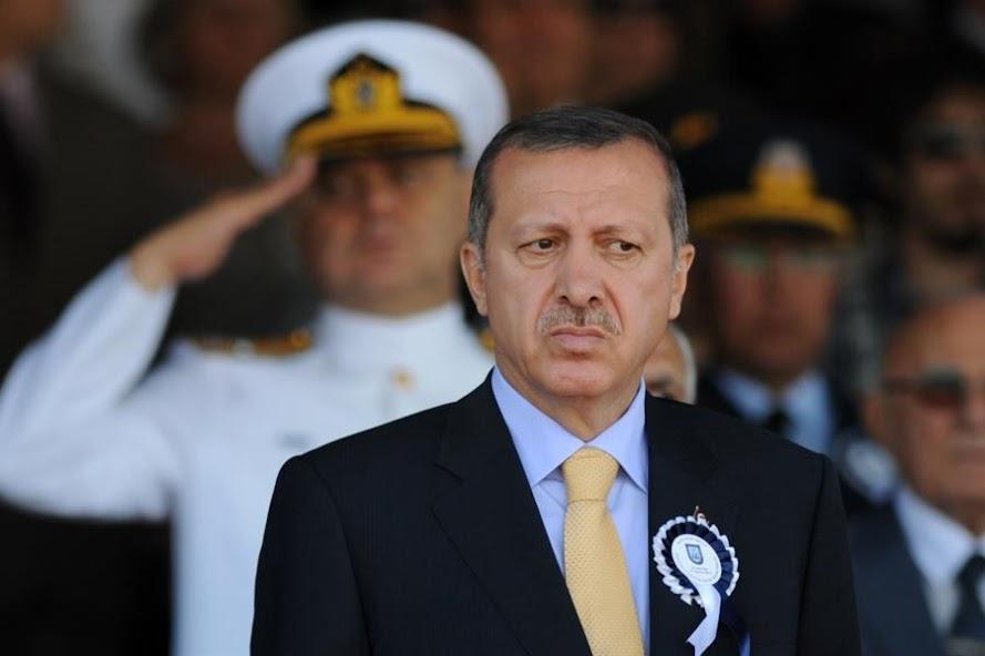 Γιατί ο Ταγίπ παριστάνει τον «τρελό Τούρκο» στο παζάρι;