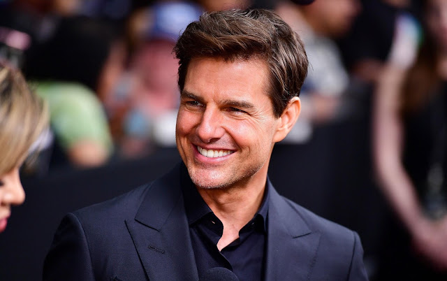 Tom Cruise Elegant And Pulled Back Hairstyle