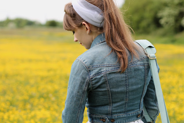 Casual 50s look with denim jacket & headscarf