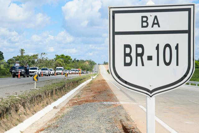 Governo Federal inaugura na Bahia 22 km de pistas duplicadas na BR-101
