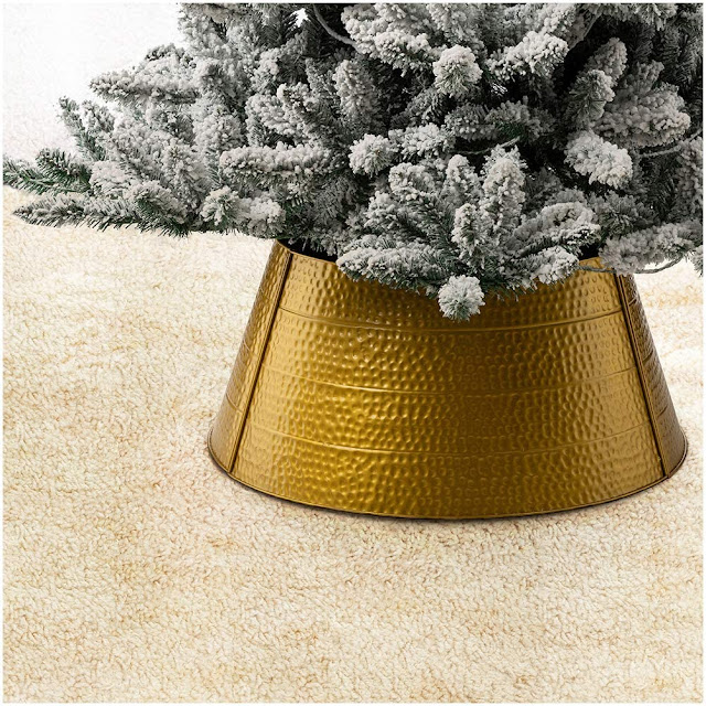 golden hammered metal Christmas tree collar