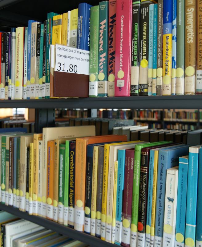 Llibres de matemàtiques a la biblioteca de l'Amsterdam Science Park  (Universiteit van Amsterdam) per Teresa Grau Ros