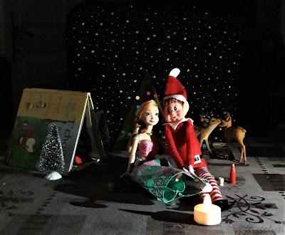 france betise amour elf on the shelf lutin de noel coquin farceur