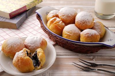jajanan khas asli dari Indonesia yang sangat terkenal ini memang banyak disukai oleh masy Resep Roti Goreng Tanpa Telur Praktis
