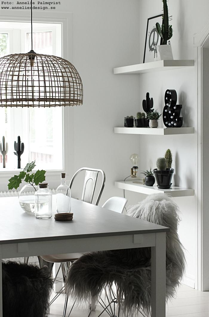 kaktus, kaktusar, 3D, annelies design, webbutik, webbutiker, webshop, inredning, lampa, lampor, bokstavslampa, bokstavslampor, cirkuslampa, cirkuslampor, svart och vitt, svartvit, svartvita, hylla, matsal, kök, köket,