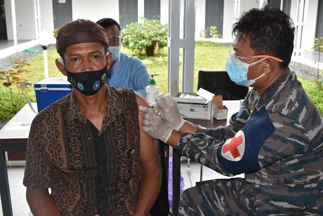 Lanal Kotabaru Kembali Gencar Laksanakan Serbuan Vaksinasi Covid-19