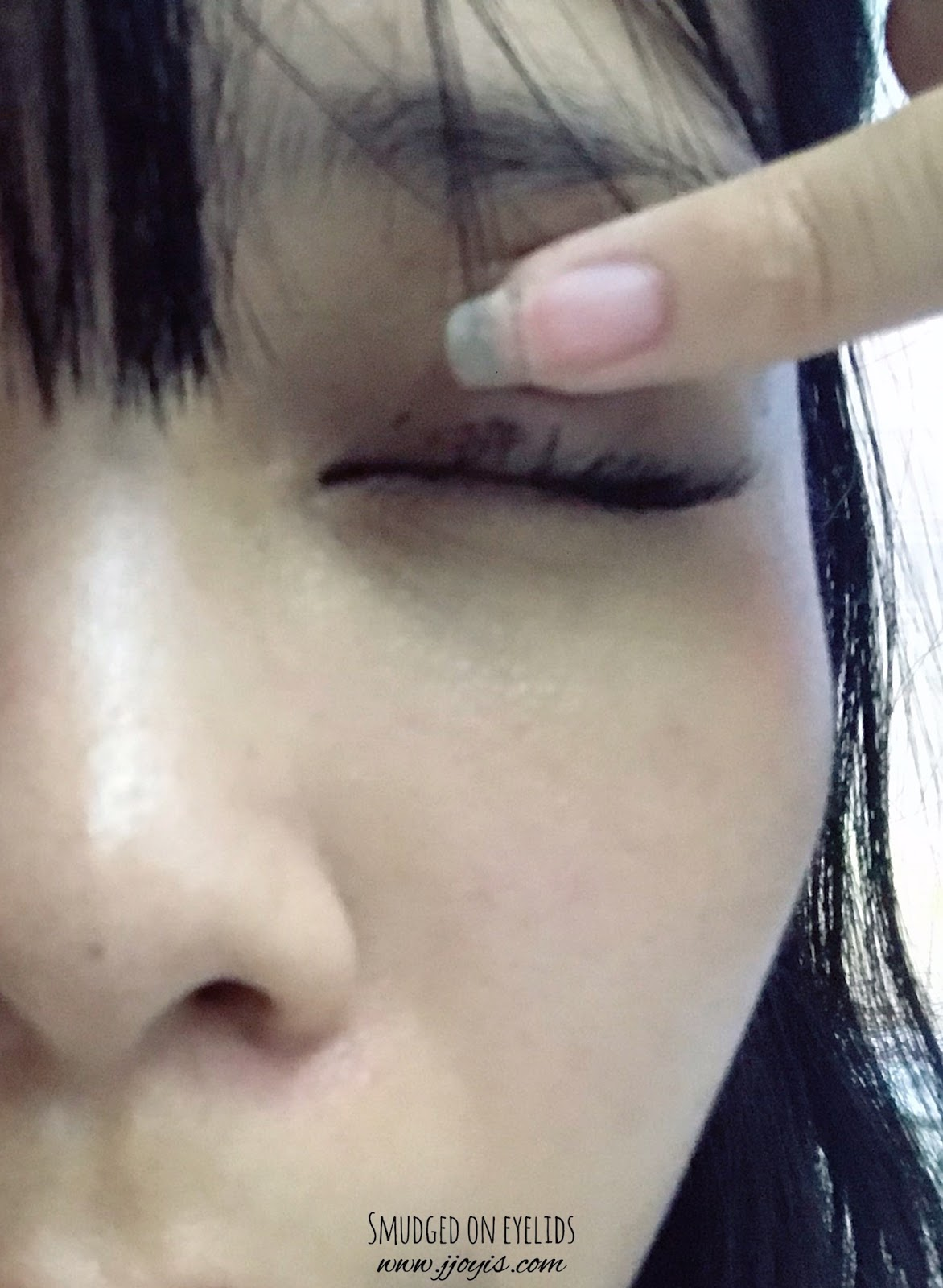 maybelline great lash review jjoyis very black smudge transfer