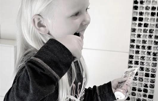علاج تسوس الأسنان عند الاطفال  3 سنوات .