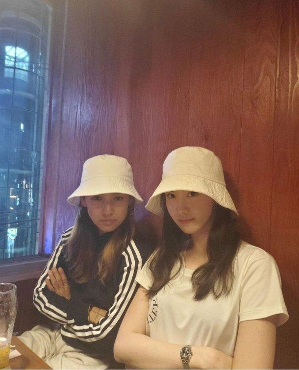 Lee Hyori ve Yoona, karaokeye gidip canlı yayın yaptıkları için özür dilediler