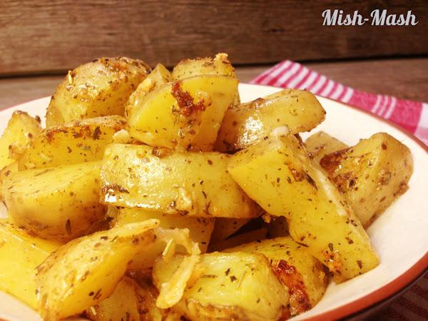 Печени чеснови картофи с пармезан