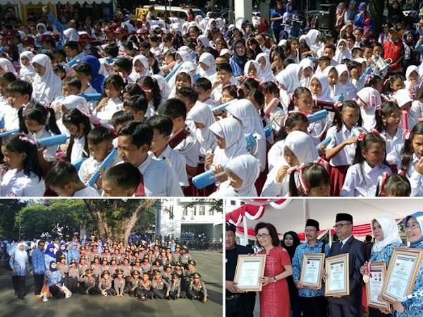 Peringatan Hardiknas di Balai Kota Bandung