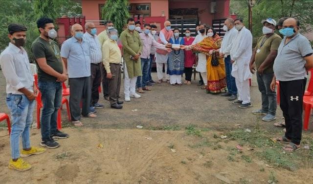 Vidisha today big breaking news : नए एंबुलेंस वाहन हेतु समाजसेवियों ने विकास पचौरी फाउंडेशन को दान किए 5 लाख 11 हजार और एम्बुलेंस के पेट्रोल हेतु 51 हजार !!