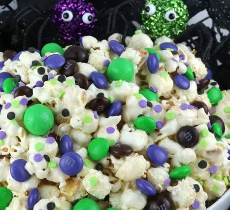 BEWITCHED HALLOWEEN POPCORN #desserts #sweets