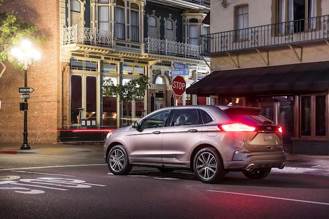 Rear 7/8 view of 2019 Ford Edge Titanium Elite