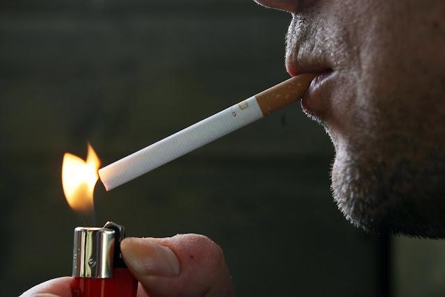Αντικαπνιστικός νόμος: Πρόστιμα έως 10.000 ευρώ και κλείσιμο μαγαζιών – Δείτε αναλυτικά την απόφαση