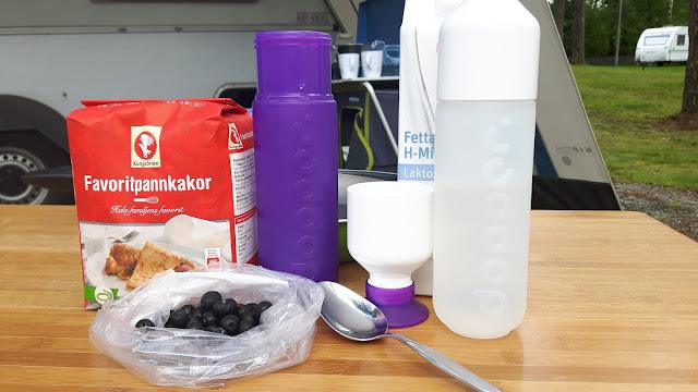 Hacks in der Campingküche: mit der Dopper-Flasche Pfannkuchen zaubern