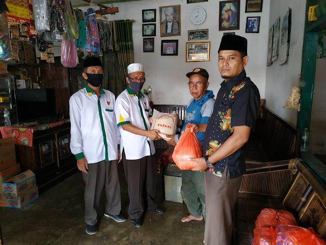 Baznas Kabupaten Tulangbawang, Salurkan Bantuan Kepada Para Imam Masjid dan Guru Ngaji