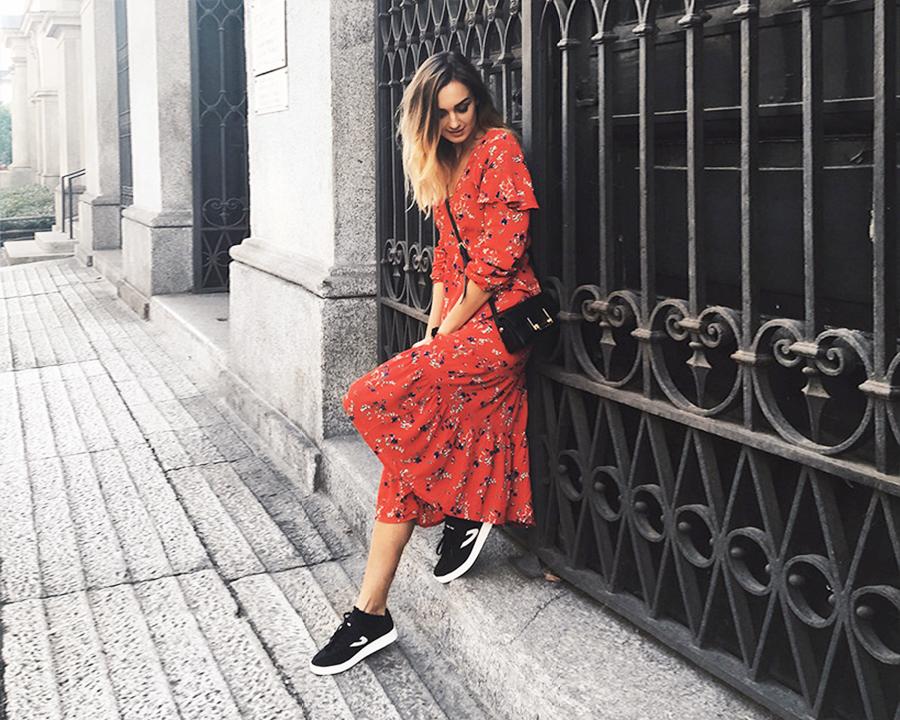 Cewek pakai baju merah lebih seksi dan cantil