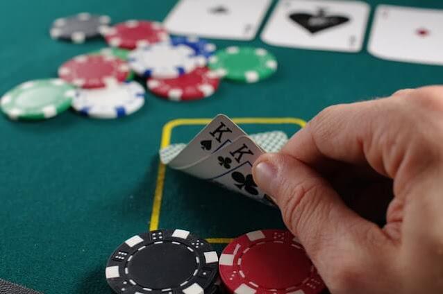 Como ganhar jogando pôquer