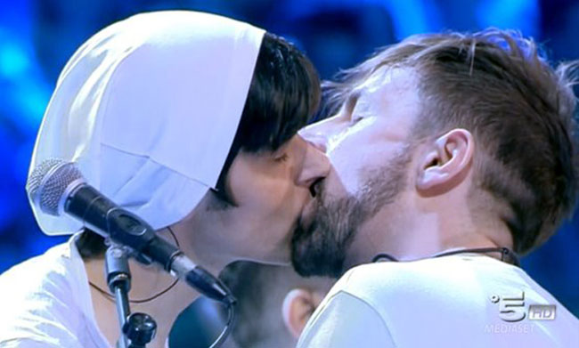 Amici 15, il bacio dei La Rua è un coming out?