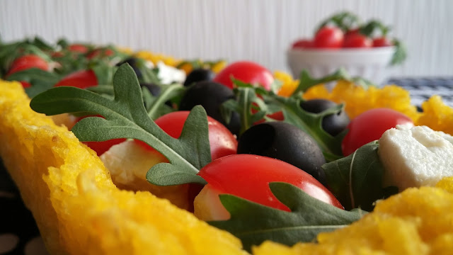 crostata di riso con feta pomodorini rucola ed olive