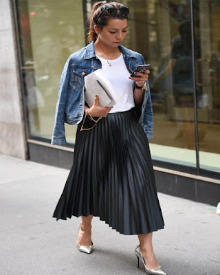 Outfit elegante con falda plisada