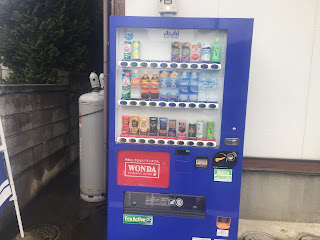 新しい自動販売機