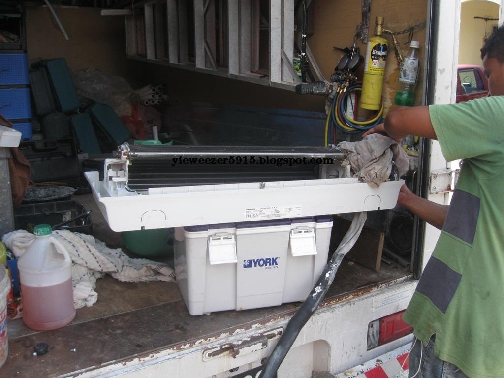 Dah Siap Skang Boleh Spray Chemical Kt Bhgn Sirip Evaporator Penyejat Condenser Pemeluwap Outdoor Tujuannya Adalah Utk Membuang Segala Kotoran Degil