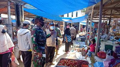Danpos 427-04/Bahuga Kodim 0427/Way Kanan Memberikan Himbauan Kepada Para Pedagang Dan Pengunjung Pasar