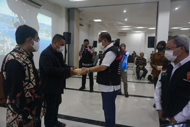 Richard Louhenapessy Serahkan Bantuan Pelayanan Bagi PGPI dan PGLII Seluruh Kota Ambon.lelemuku.com.jpg