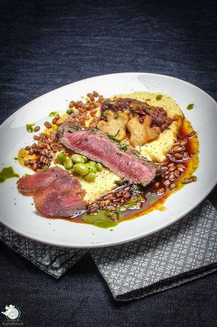 Steak, gebeiztes und geschmortes Rindfleisch mit Püree vom Sellerie