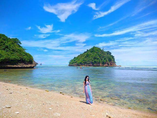 Pantai Gatra yang bersih