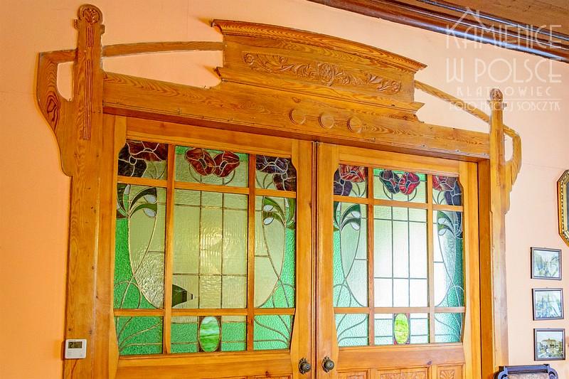 Legnica: secesyjne drzwi z witrażem w mieszkaniu