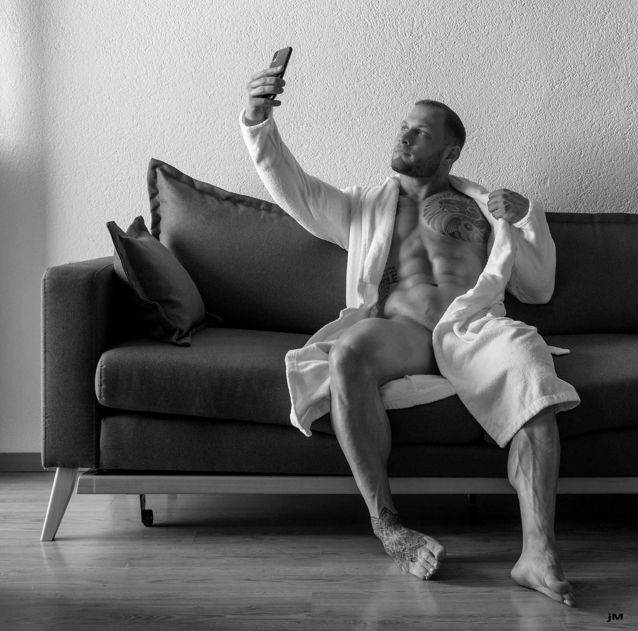 CheekY SelfiE, by Jérôme Moreau ft Matt.