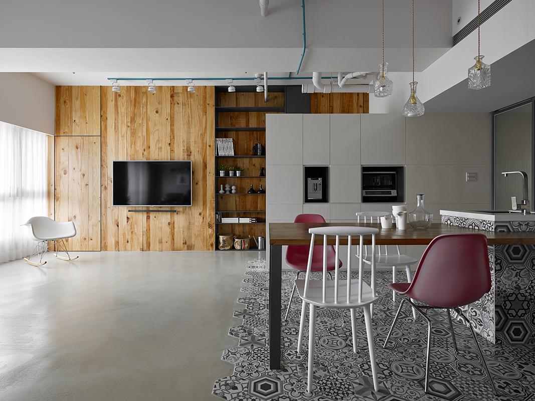 ... piastrelle esagonali e pannelli in legno di cedro by KC Design Studio