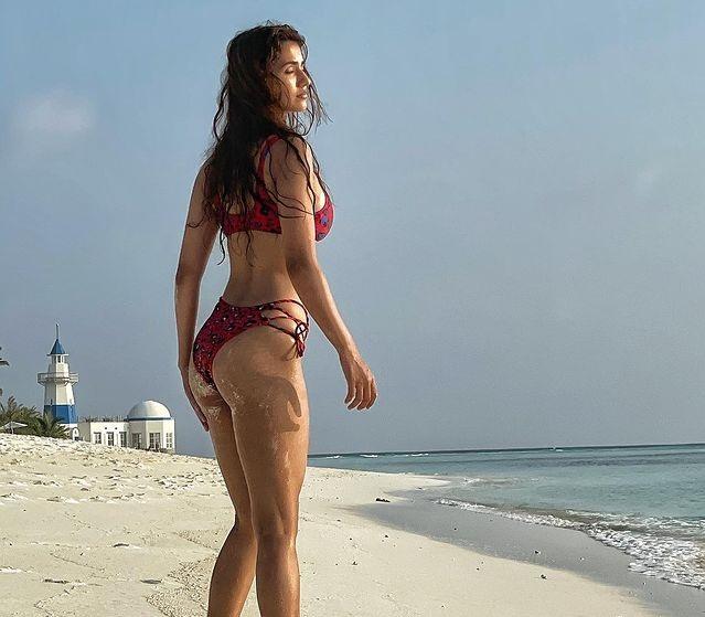 Disha Patani sizzles in printed bikini