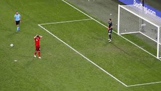 Στα ημιτελικά η Ισπανία που απέκλεισε στα πέναλτι 3-1 την Ελβετία – Ήρωας ο Σιμόν