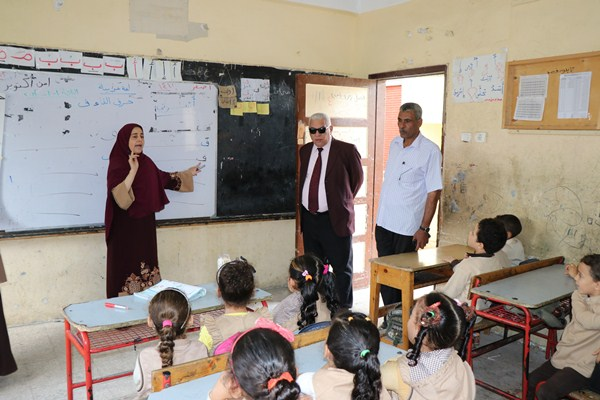 جولة مفاجئة لوكيل وزارة التربية والتعليم بالبحيرة لمتابعة انتظام العملية التعليمية  بمدارس الرحمانية