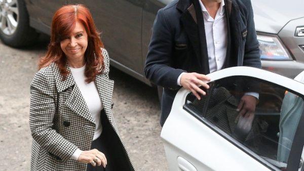 """Expresidenta Cristina Fernández de Kirchner denuncia que """"campaña judicial"""" ya comenzó"""